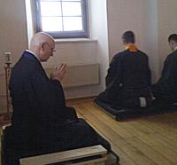 zwölf Stunden stille Meditation